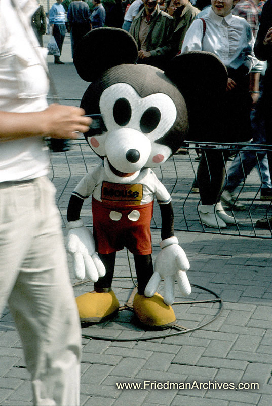 El suicidio de Mickey Mouse!