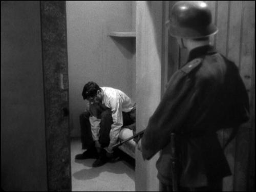 El experimento ruso del sueño  Nazi-prisoner